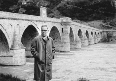 Ivo Andric standing by the old bridge over the Drina River © Unknown | Belgrade Foundation
