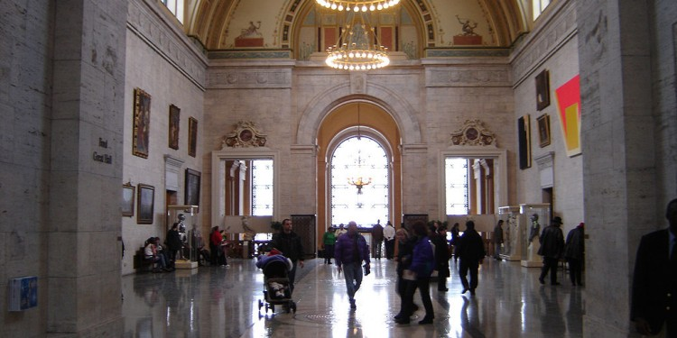 Interior main hall — Detroit Institute of Arts © Gsgeorge | Wikimedia Commons