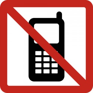 Use of cell phones prohibited © Public Domain | Wikimedia Commons