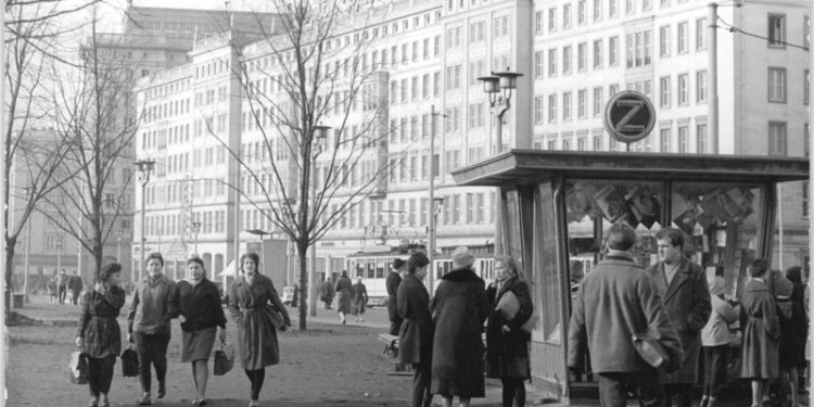 Wilhelm Pieck Allee in central Magdeburg, Germany, 1962. © Biscan | German Federal Archives