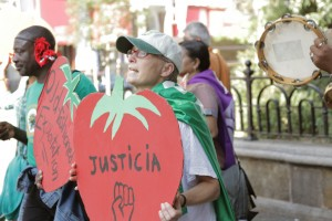 CIW (Coalition of Immokalee Workers) - NESRI Wendy's Action in NYC on Oct. 15, 2013 © NESRI | Flickr