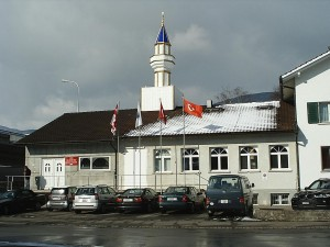 Mosque of the Olten Turkish cultural association at Wangen bei Olten, Switzerland © Nadf | Wikimedia Commons