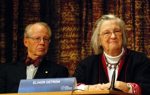 Nobel Laureate Elinor Ostrom at a 2009 press conference © Prolineserver | Wikimedia Commons