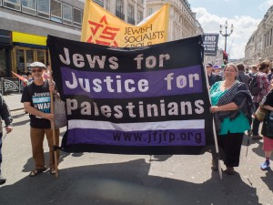 Protesters march against the war in Gaza, London, August 9, 2014 © RonF | Flickr