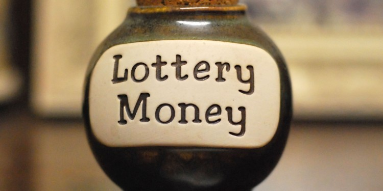 Saving money for lottery © Lisa Brewster | Flickr