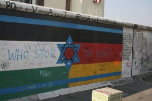 An expanded flag draws connections between Israel, Palestine, and Germany. Art by Guenther Schaefer © d.j. a. | Flickr