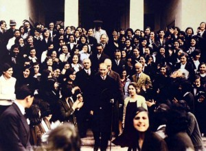 Atatürk visits the Istanbul University after its reorganization with the University Law of 31 May 1933 that introduced mixed-sex education to the academies, colleges and universities in Turkey. © Unknown| forumex.net