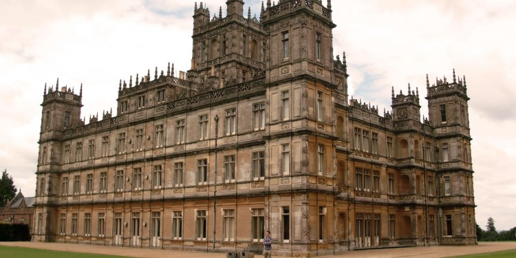 Highclere Castle, England, where Downton Abbey is filmed © Bas Sijpkes | Wikimedia Commons