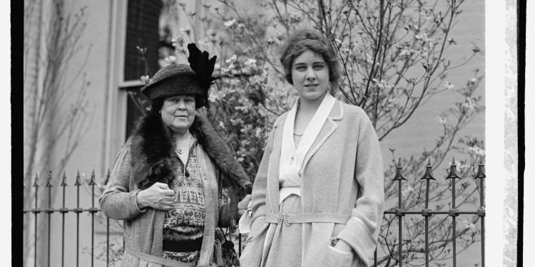Alva Belmont (left) with Clara Boothe © George Grantham Bain | Wikimedia Commons