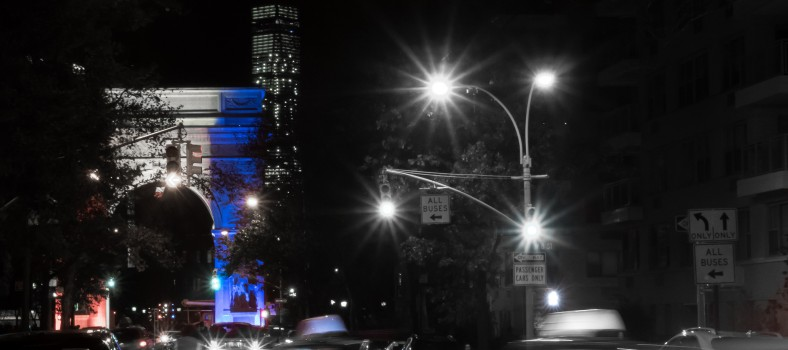 The Washington Square Park Arch and World Trade Center lit in the colors of the French flag © Ajay Suresh| Flickr