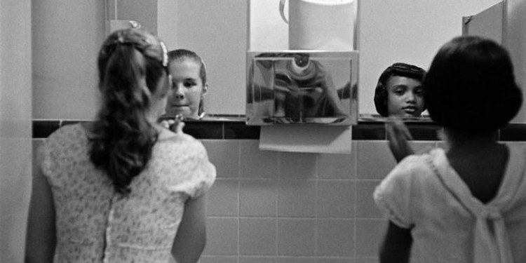 Young girls adjusting their makeup, 1958 © Eve Arnold | Magnum