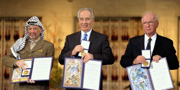 Yasser Arafat, Shimon Peres, and Yitzhak Rabin as Nobel Prize Laureates in Oslo, 1994 © Saar Yaacov/Government Press Office | Wikimedia Commons