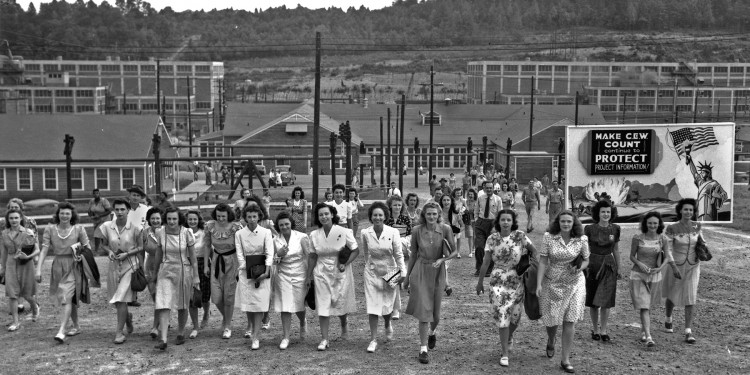 Y-12 Shift Change, Oak Ridge, Tennessee, 1945 ©  Ed Westcott, US Army, American Museum of Science and Energy⎜Public Domain via Commons