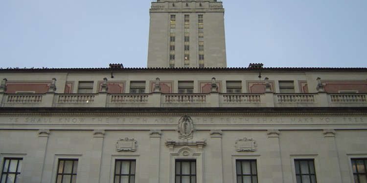 Main Building at The University of Texas at Austin, 2006 © Rebelguys2 | Wikimedia Commons