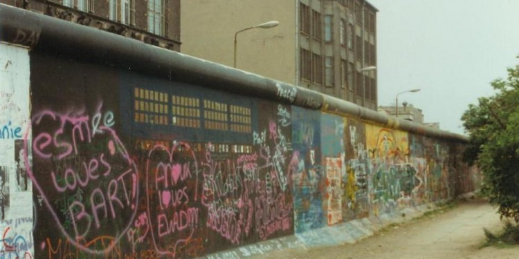 Berlin Wall, June 1989 © Angr | Wikimedia Commons