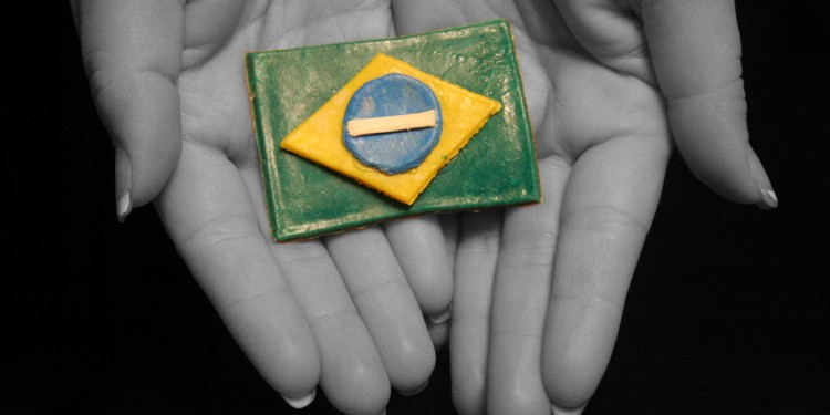 Brazilian Flag in Hands © Douglas Porter | Flickr