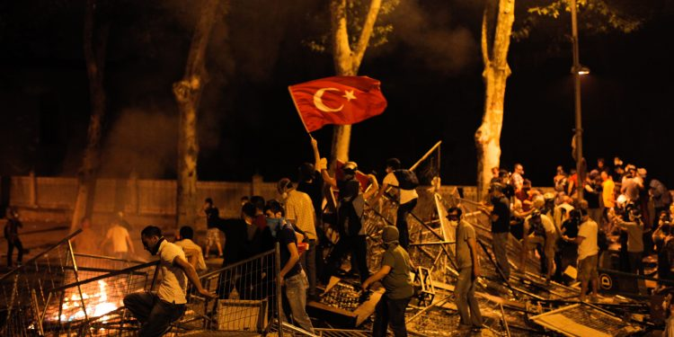Protestors clash with riot police between Taksim and Besiktas AFP PHOTO/GURCAN OZTURKGURCAN OZTURK/AFP/Getty Images | Flickr