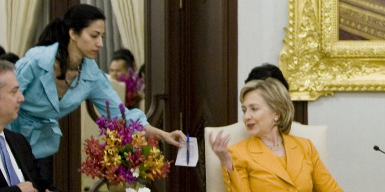 By Government of Thailand (Hillary Clinton เข้าพบนายกรัฐมนตรี) [CC BY 2.0 (http://creativecommons.org/licenses/by/2.0)via Wikimedia Commons