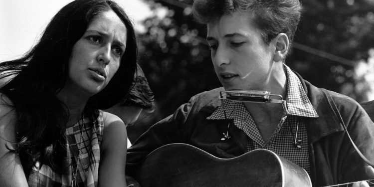 Dylan with Joan Baez at the 1963 Civil Rights March on Washington © Rowland Scherman | National Archives