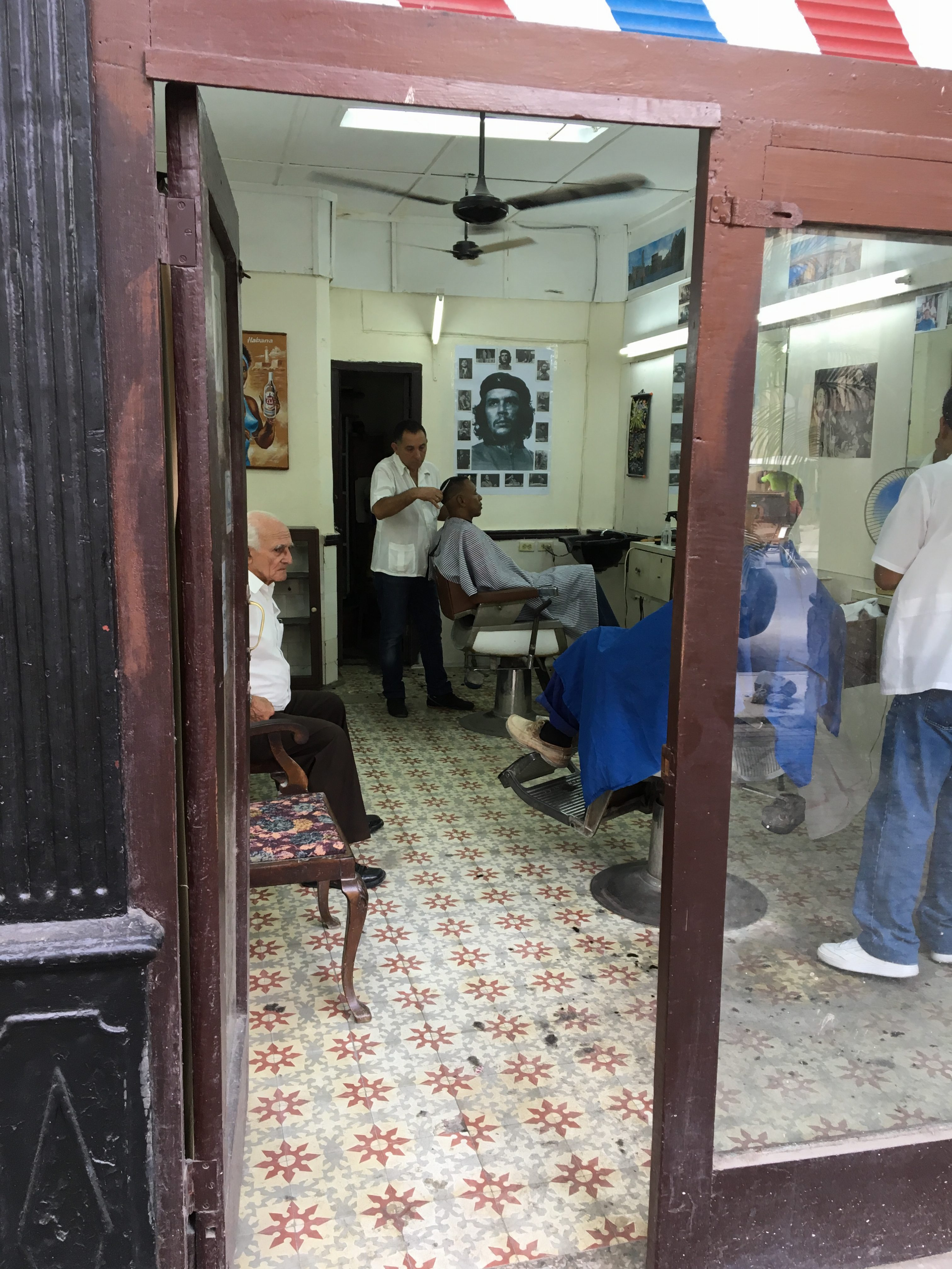 Barber Shop in Old Havana, December 11th. © Roberto García