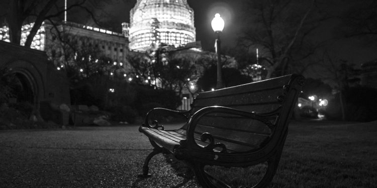 A bench on the grounds of the U.S. Capitol. © Phil Roeder | Flickr
