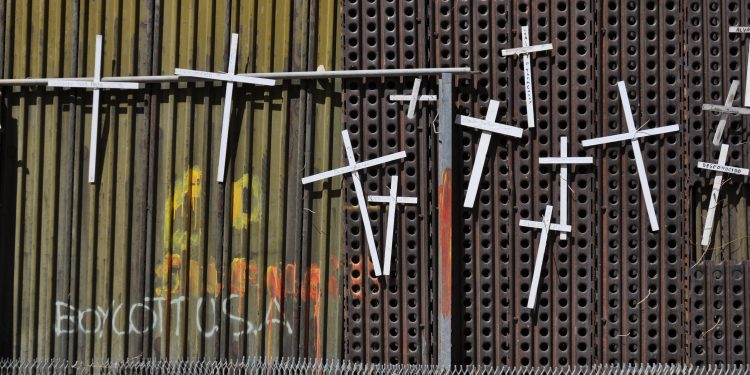Wall of Crosses in Nogales: White crosses with the names of those who have died crossing the US border adorn the Mexican side of the wall in Heroica Nogales, Mexico. © Jonathan Macintosh | Flickr