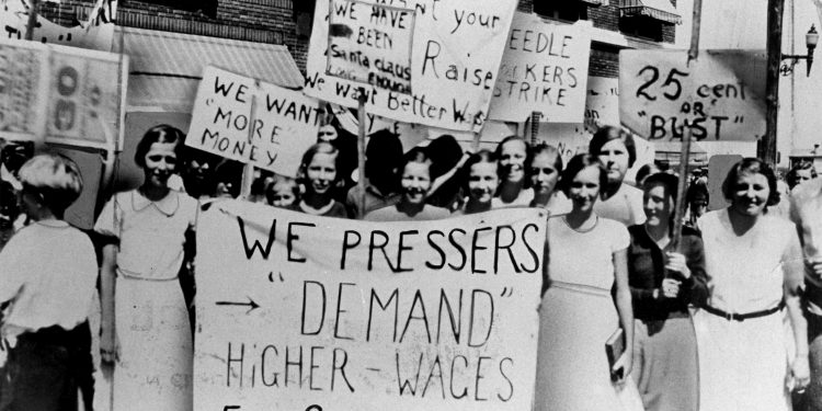 Women pressers on strike for higher wages © Kheel Center | Flickr