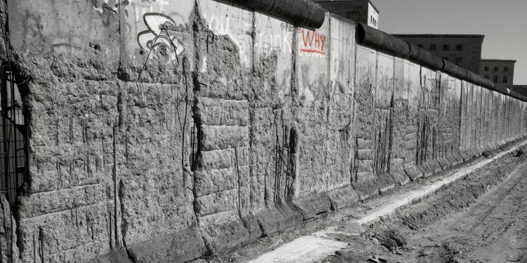 Why  Remnants of The Berlin Wall © Paul | Flickr