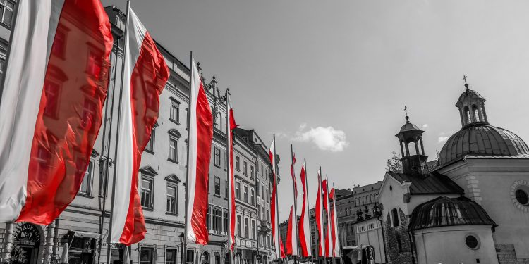Polish Flags in Old Town Square © Jean-Paul Navarro | Flickr