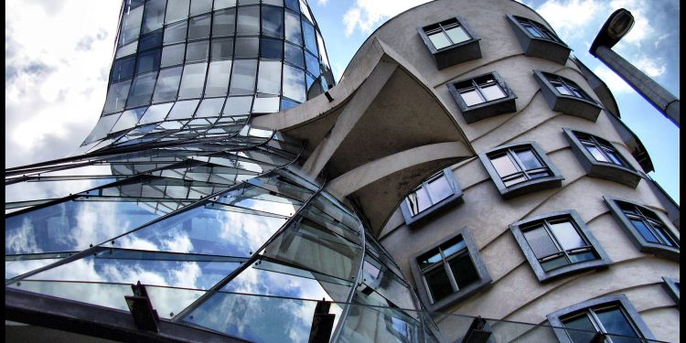 The Dancing House, Prague: a multi-genre, nonlinear, postmodern melding of science and art © Matteo Piotto | Flickr