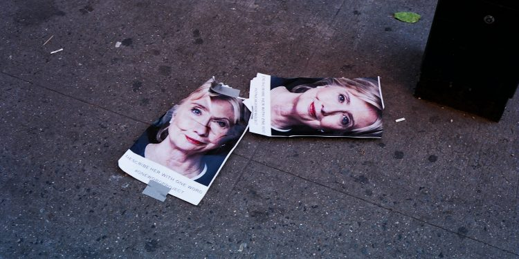 Hillary Clinton, Chinatown, NYC © Jake Cvnningham | Flickr
