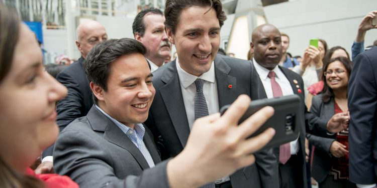 Selfies with Canadian Prime Minister Justin Trudea March 11, 2016 - WASHINGTON DC., President Jim Yong Kim meets with Canadian Prime Minister Justin Trudeau at World Bank Group headquarters during Trudeau's first official visit to Washington, D.C. They discussed global challenges in need of urgent action, including the Syrian refugee crisis and climate change. Trudeau is the first Canadian Prime Minister to visit the World Bank Group. Photo: Grant Ellis / World Bank © World Bank  World Bank Photo Collection | Flickr